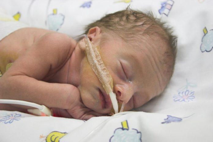 Samen Zwanger - 'Superneus' ruikt bloedvergiftiging van baby